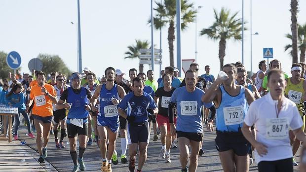Pie de foto: Media maratón de Dos Hermanas celebrada en 2014 - A. DASTIS