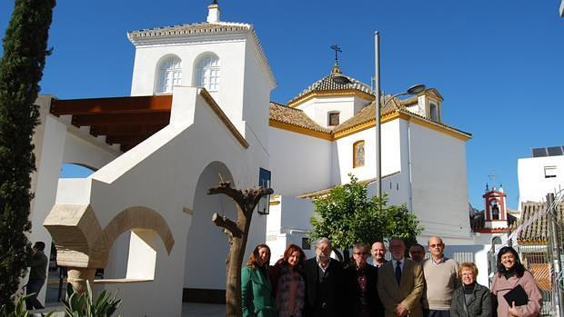 Foto de familia tras la cesión de la torre del Olivar / L.M.