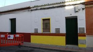 Fachada de la vivienda de Dos Hermanas donde la Policía encontró a la víctima - L. Montes