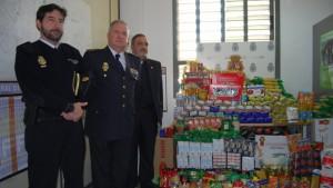 Alimentos recolectados en la comisaría de Dos Hermanas - L.M.