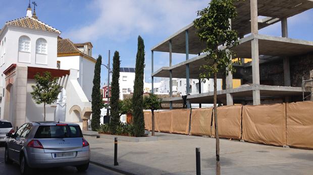 Estructura del edificio junto a la torre del Olivar / L.M.