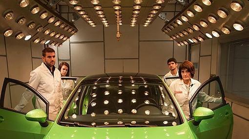 El coche se calienta hasta 60º para comprobar si huele bien