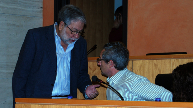 Toscano conversa con el portavoz en el Pleno - L.M.