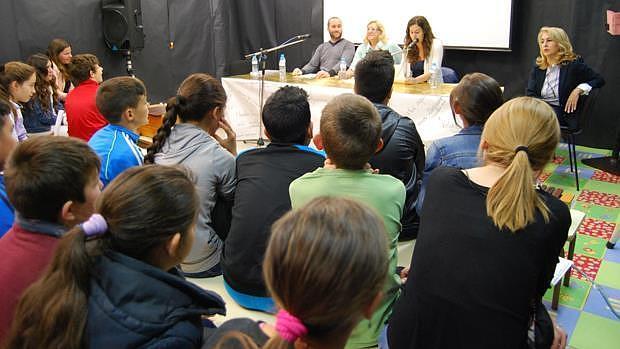 Los alumnos en una charla con actores y productores de cine - L.M.