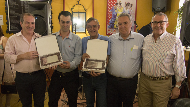 Los premiados con el presidente de Salmedina y los patrocinadores - V. DOMÍNGUEZ