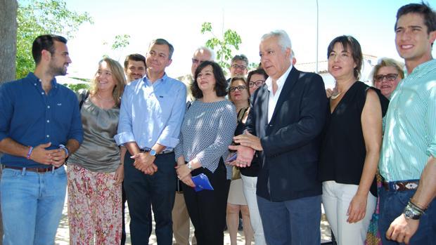 Los populares durante su encuentro en Montequinto - L.M.