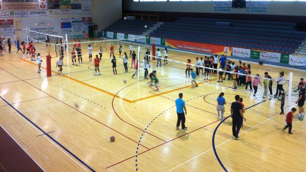 FOTO Deportistas participan en una exhibición de balonmano / ABC