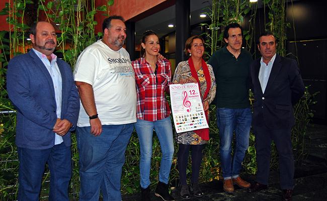 Organizadores y colaboradores del evento con representantes municipales / L.M.