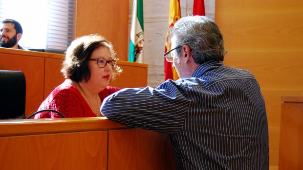 Los portavoces del PP y PSOE dialogan antes del Pleno - L.M.