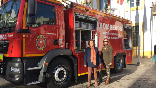 Los populares junto al nuevo camión de Bomberos - ABC